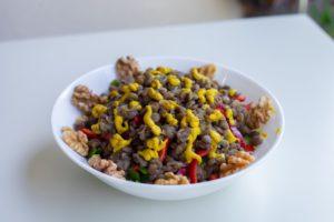 makro besinler protein yağ ve karbonhidratlar gibi besin değerlerini içerir.