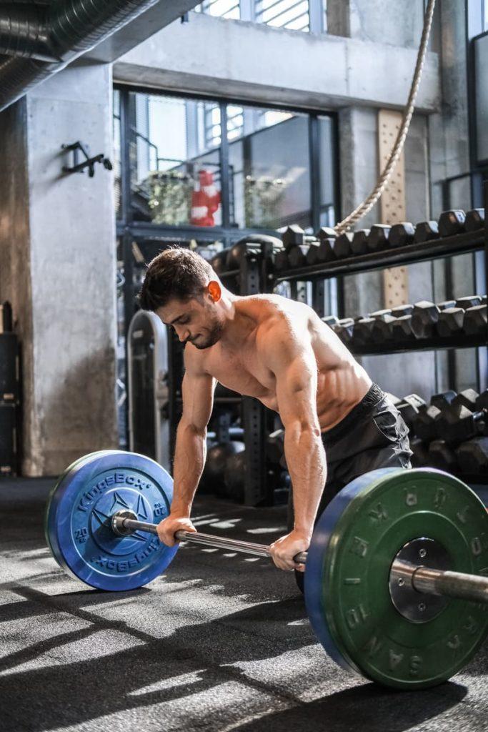 Progressive overload düzenli ağırlık arttırmak anlamına gelmektedir.
