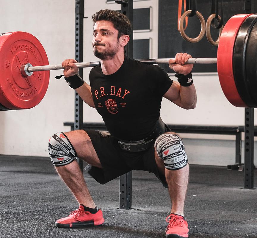 Ağırsağlam 5x5 programı squat, deadlift gibi egzersizleri içerir.