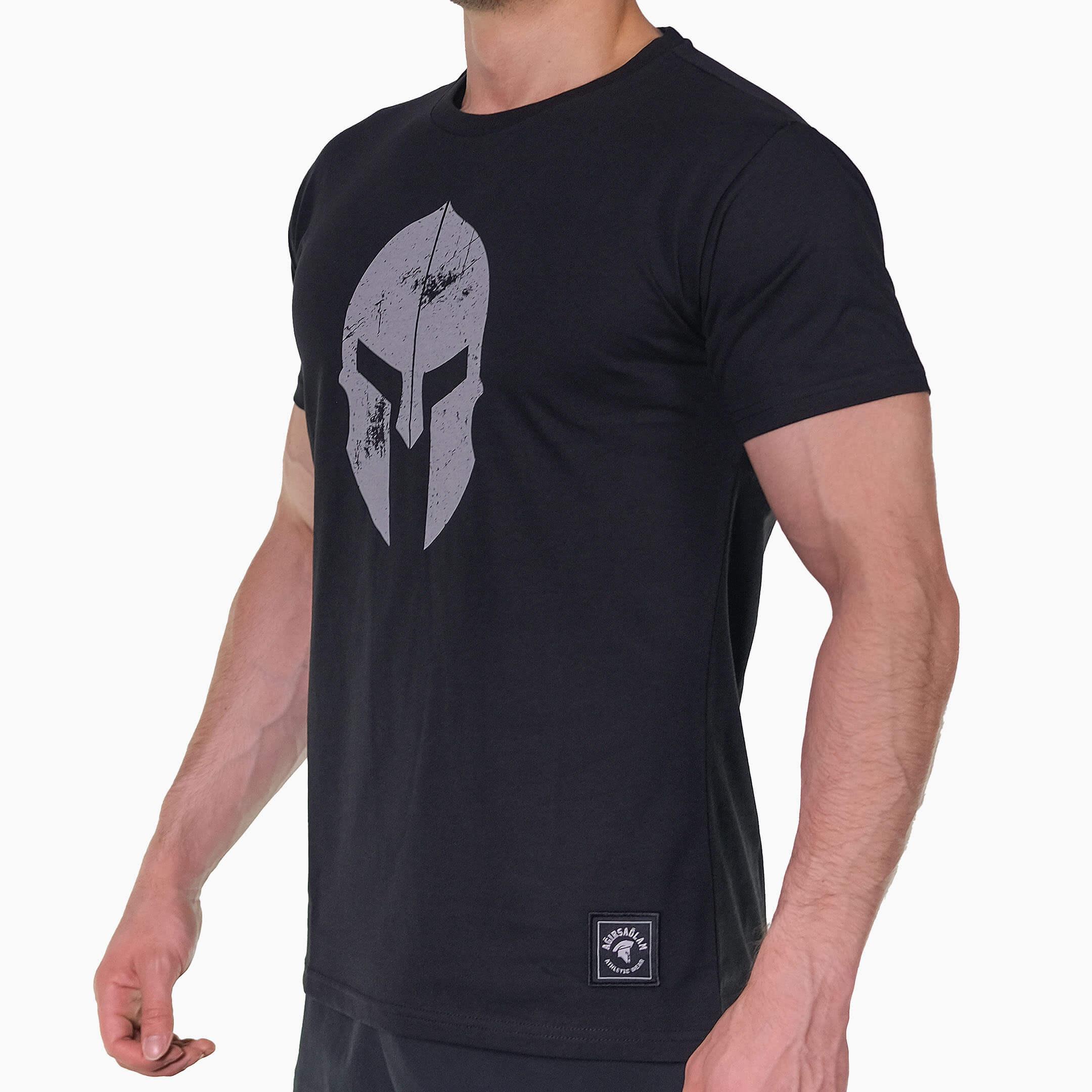 ağırsağlam siyah miğfer tişört yan